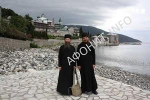 Архиереи Томской митрополии на фоне Русского на Афоне Пантелеимонова монастыря