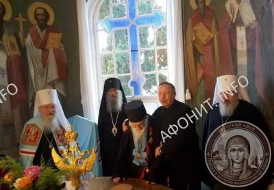 А. Д. Беглов возглашает о. Иеремии многолетие