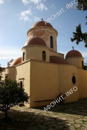 Монастырь Хрисопиги. Крит. В 1976 г. монастырь, полностью восстаносленный и обновленный, стал женским, и возглавила его игумения Феосемни
