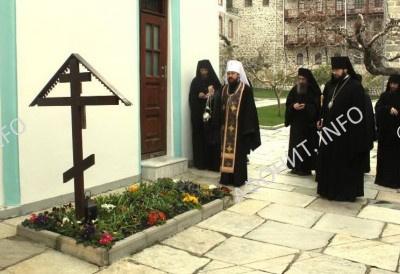 Митрополит Иларион (Алфеев) отслужил панихиду по схиархимандриту Иеремии (Алехину)
