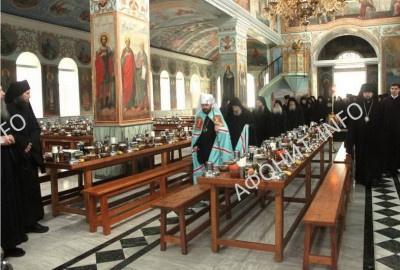 Митрополит Иларион (Алфеев) в трапезной Пантелеимонова монастыря