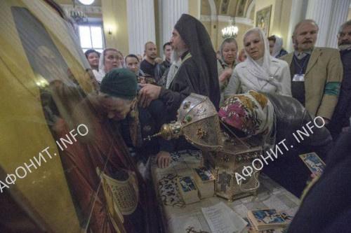 Москвичи встречают мощи преподобного Силуана Афонского