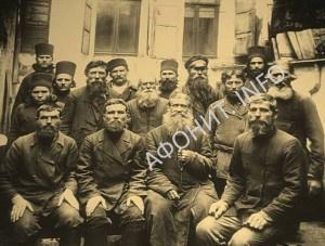 Паломники в Русском на Афоне Свято-Пантелеимоновом монастыре