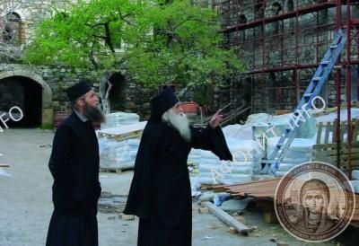 Игумен Иеремия (Алехин) руководит восстановительными работами в Пантелеимоновом монастыре на Афоне