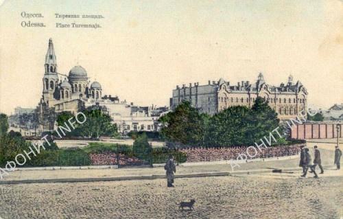 Вид с Тюремной (ныне Привокзальной) площади на Ильинское (слева) и Андреевское подворья на дореволюционных открытках