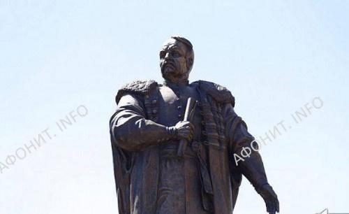 Памятник святому Петру Калнышевскому в Кривом Роге
