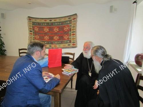 Патриарх Александрийский и всей Африки Феодор II и директор Института афонского наследия Сергей Шумило