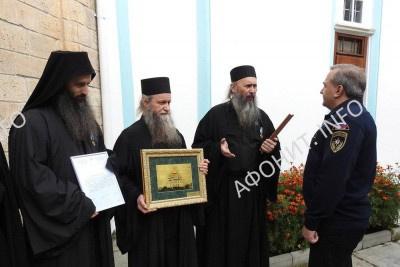 Монахи Русского на Афоне Пантелеимонова монастыря получили противопожарное оборудование от МЧС России