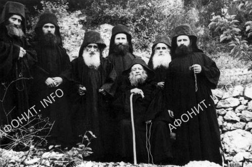 Старец Иосиф Исихаст со своей общиной