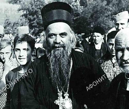 Святитель Николай (Велимирович) с паствой