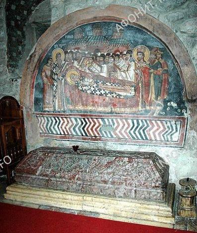 Надгробие свт.Саввы II в хаме Свв.Апостолов. Печская патриархия